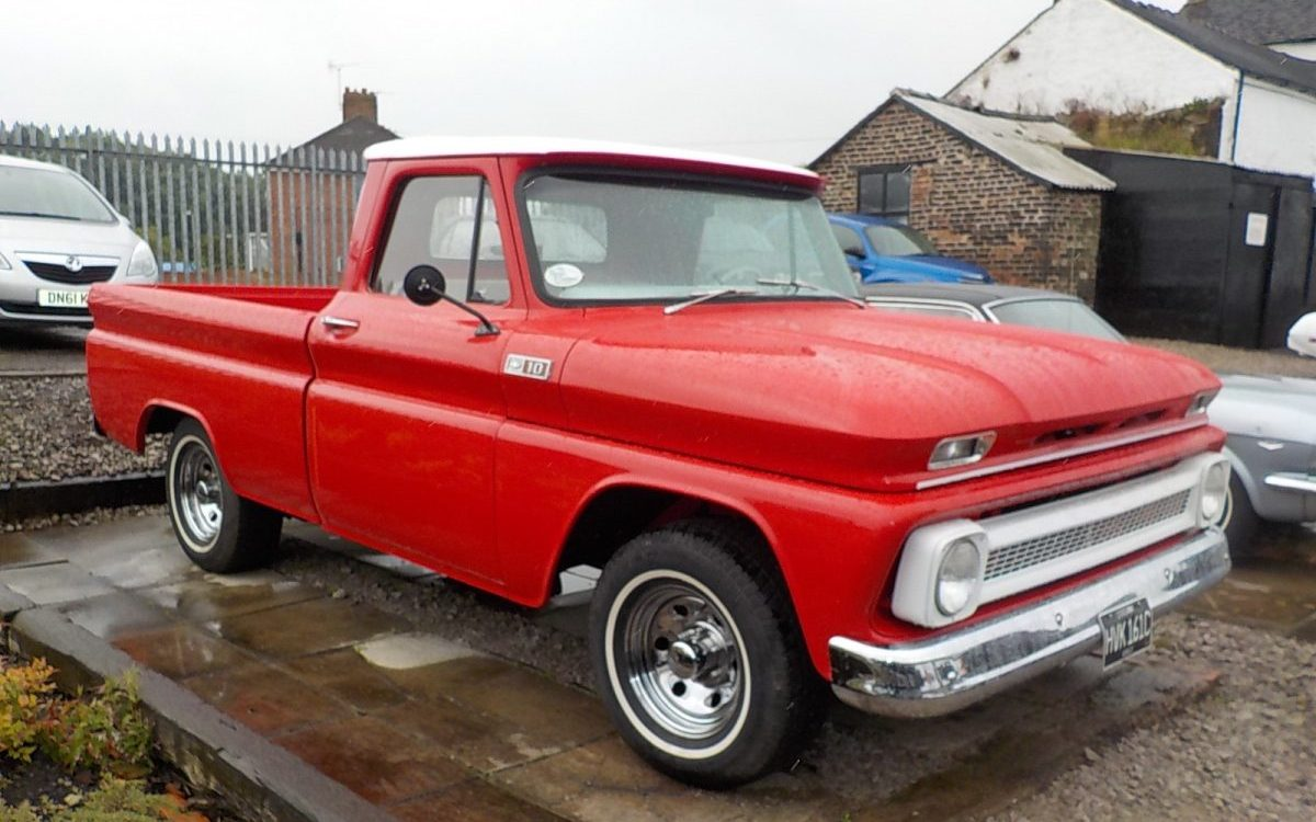 1965 CHEVROLET C10 6 CYLINDER 3 SPEED MANUAL SHORT BED PICK UP