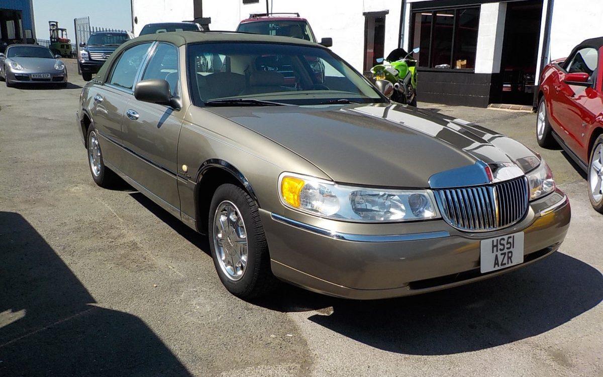 2001 LINCON TOWN CAR 4.6 LITRE AUTO