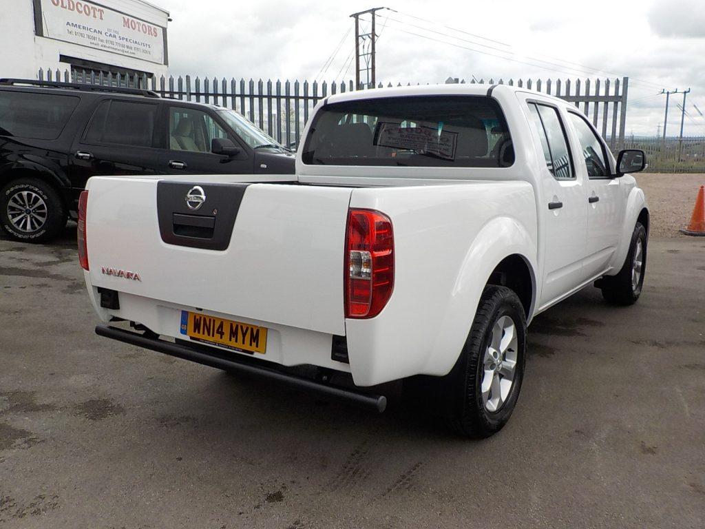 2014 Nissan Navar Whitedscn0079 Oldcott Motors