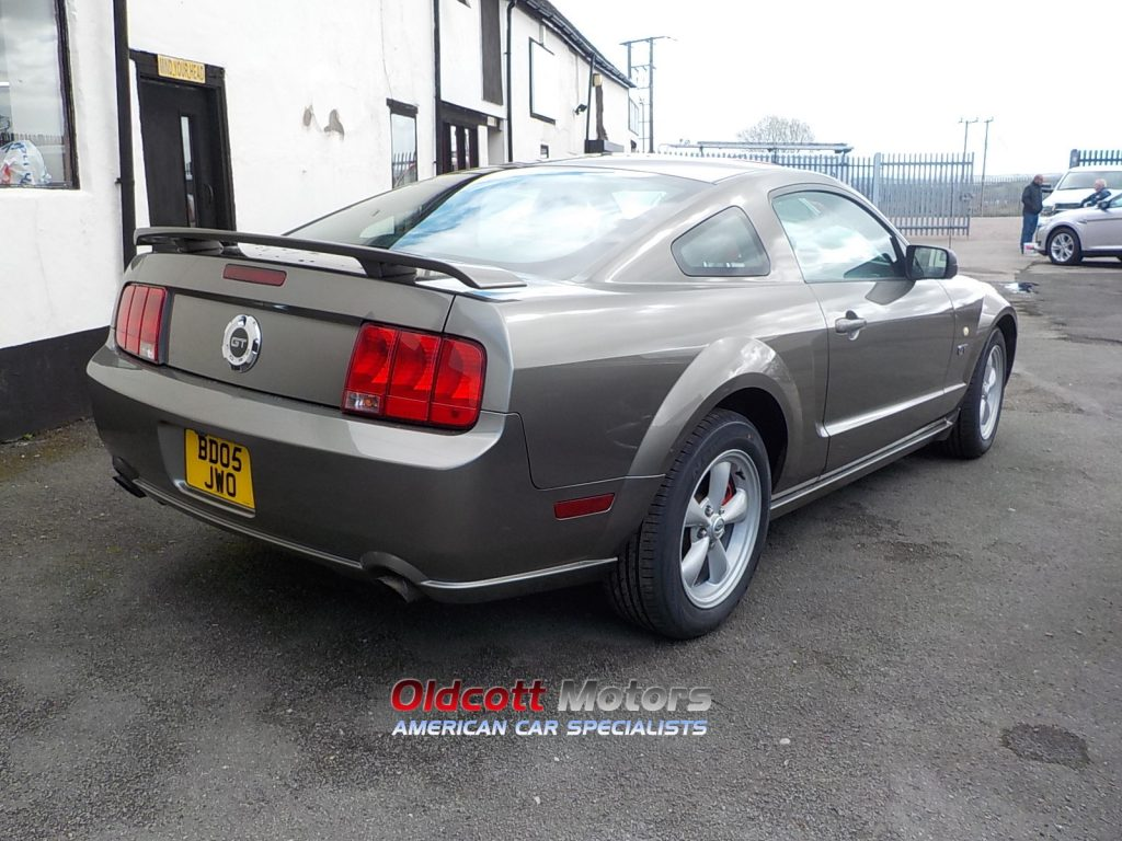 2005 Ford Mustang Grey With Red Leatherdscn1961 Oldcott