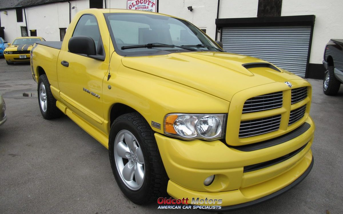 2004 DODGE RAM 1500 RUMBLE BEE 5.7 LITRE HEMI