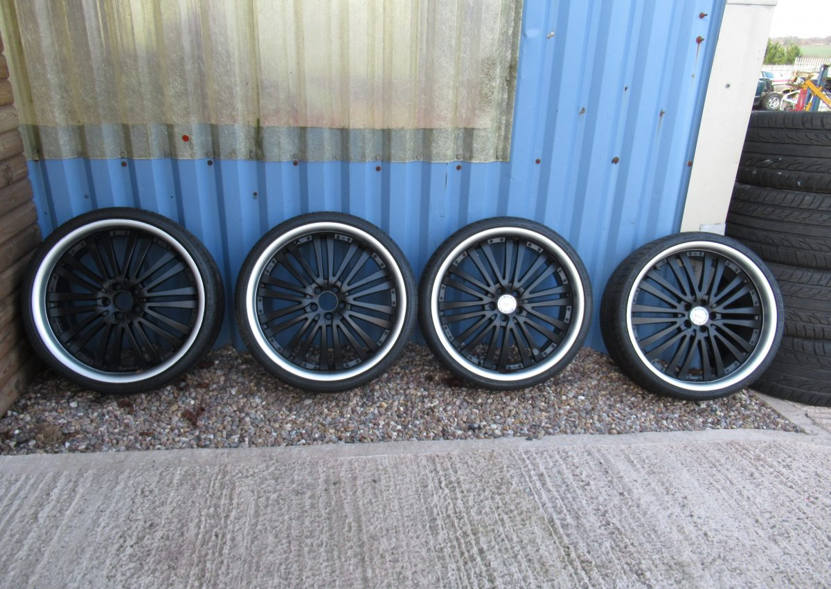 2008 S320 WHEELS AND TYRES PIRELLI 245 X 30 X 22