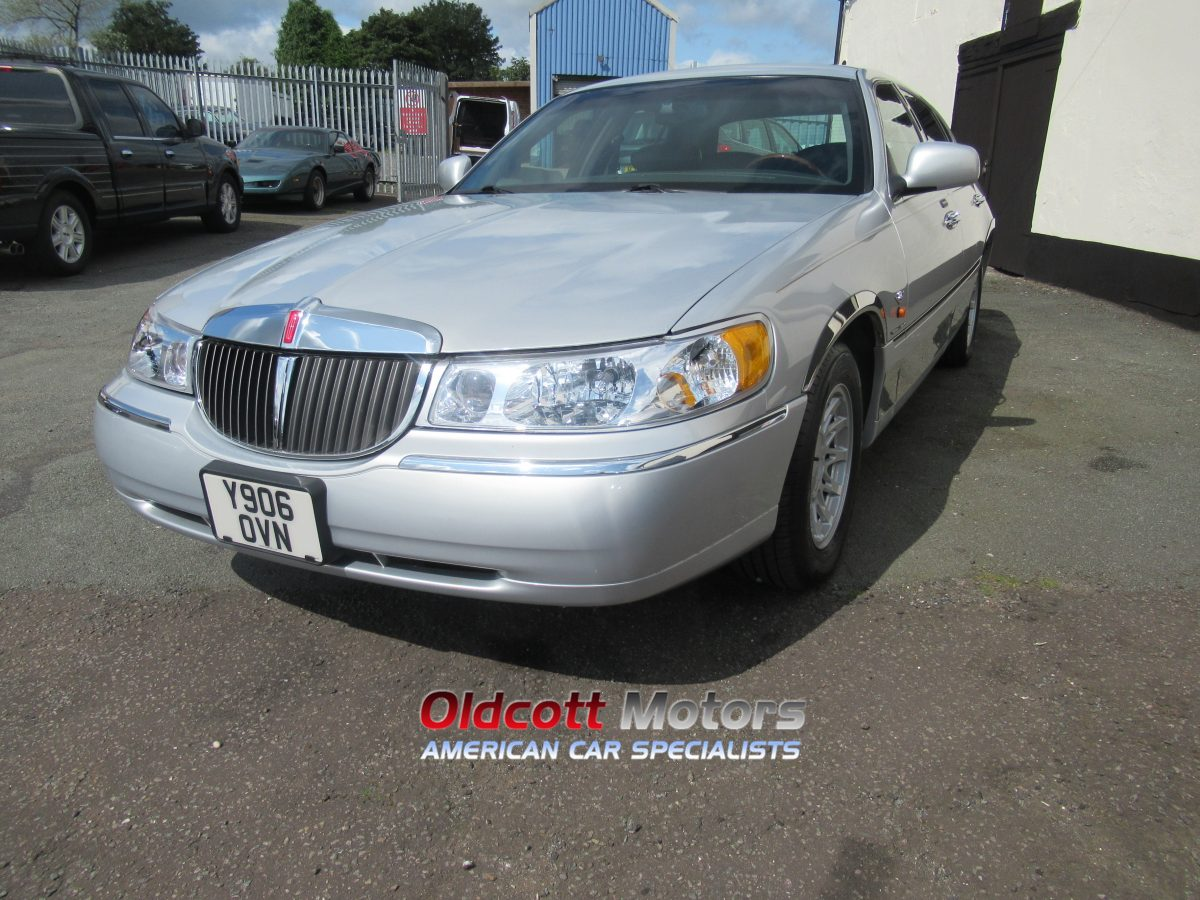 2001 LINCOLN TOWNCAR 4.6 LITRE AUTO