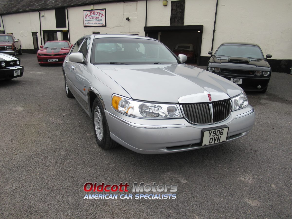 2001 LINCOLN TOWN CAR 4.6 LITRE V8